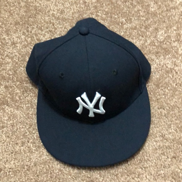 d65d85af74edc Men s New Era 59Fifty New York Yankees Fitted Hat.  M 5aa4b9108df4705db2ee6a3b